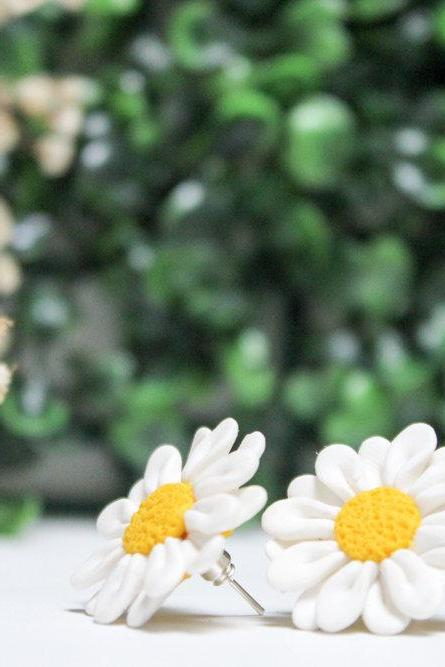 Miniature Handmade Daisy Stud Earrings, Polymer Clay Earrings, Gift for her, Bridesmaids gift, Made in Australia